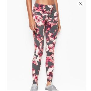 VS Knockout Tights NWT
